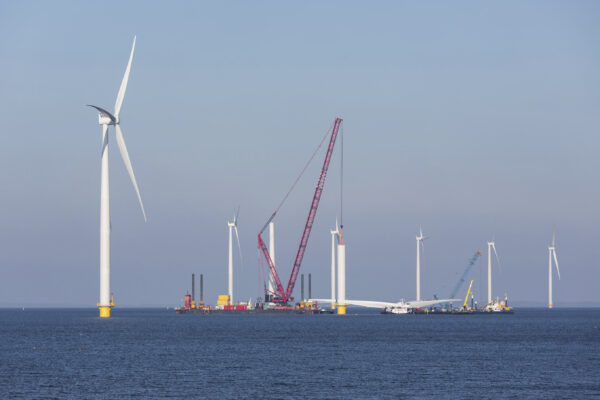 Demonstrating the World's First Freshwater Offshore Wind Farm